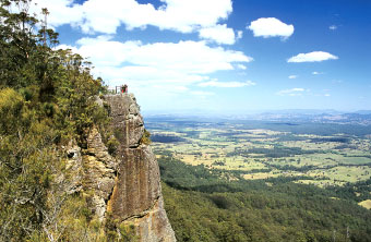 The cliffs at Flat Rock Lookout on the Lansdowne Escarpment consist of Coorabakh Conglomerate