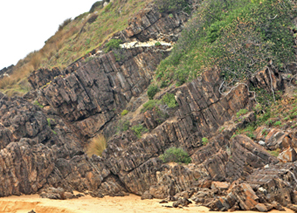 The distinctive features of almost-vertical beds of brownish Ordovician sedimentary rocks